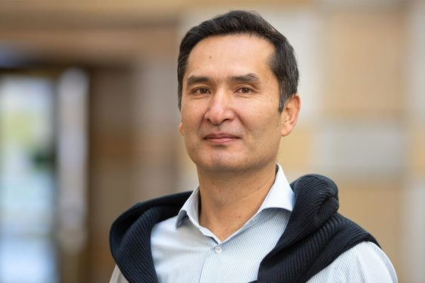 Alisher Khamidov on campus as first recipient of Alumni Visiting Research Fellowship